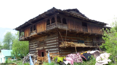 Pic5 - Traditional Himachali houses.JPG